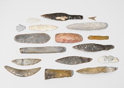 Schuler Auktionen AG - Konvolut von 17 prähistorischen Steinwerkzeugen