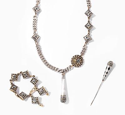 Schuler Auktionen AG - Jean-Paul Gaultier, Halskette und Bracelet im Barockstil