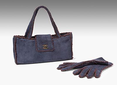 Schuler Auktionen AG - Chanel, Lammfell-Handtasche und -Handschuhe