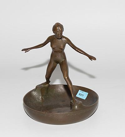 Schuler Auktionen AG - Schale mit Figur