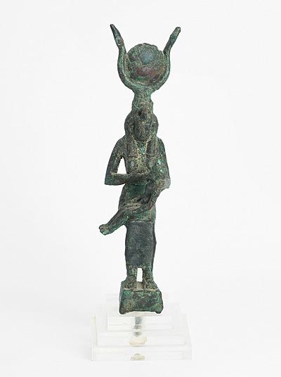 Schuler Auktionen AG - Statuette der Isis mit dem Horusknaben