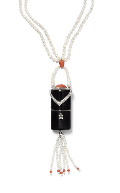 Schuler Auktionen AG - Cartier Diamant-Korallen-Lippenstifthalter an Naturperlen-Kette