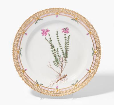 "Schuler Auktionen AG - Royal Copenhagen, Teller  ""Flora Danica"""